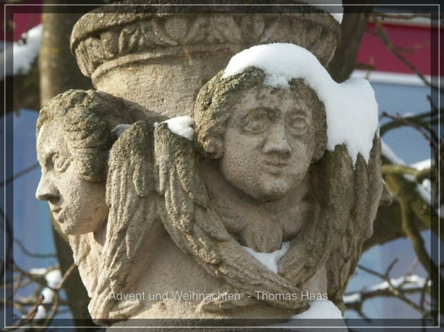 Verschneiter Brunnen im Kloster Roggenburg