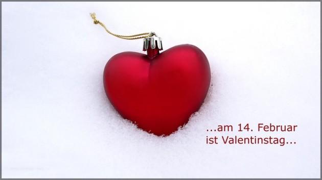 Rotes Herz im Schnee, Valentinstag am 14. Februar