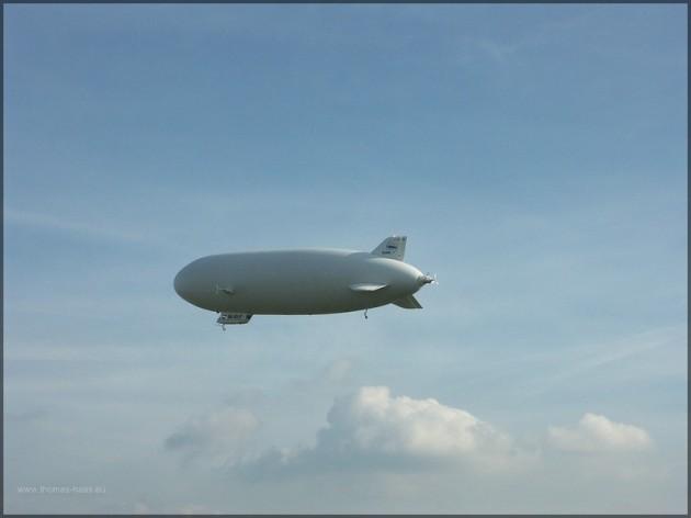 Ein Zeppelin am Himmel