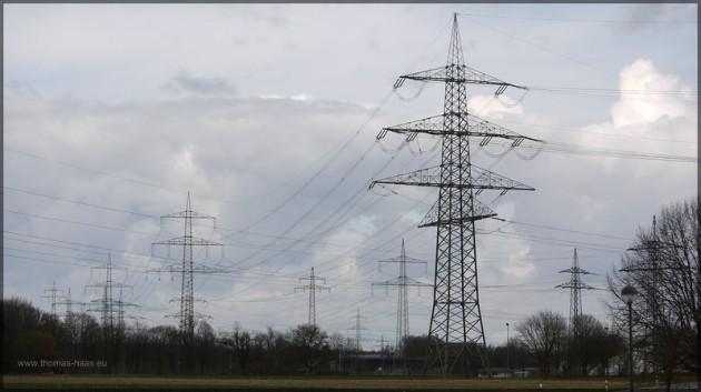 Strommasten nahe dem Umspannwerk Vöhringen, Maerz 2013