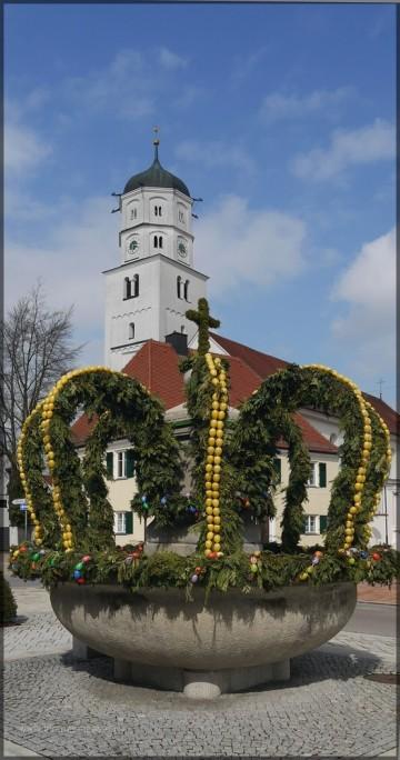 geschmueckter Osterbrunnen, Illertissen 2012