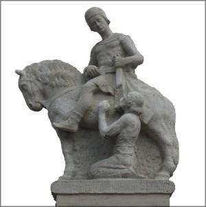 Statue vor der Stadtfarrkirche Illertissen