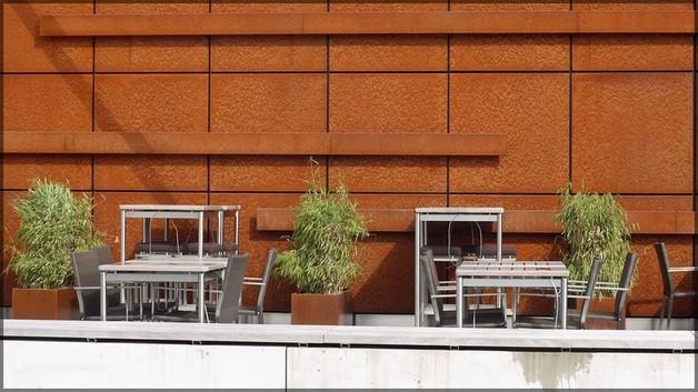 Noch leere Café-Terrasse, Illertissen, 2012