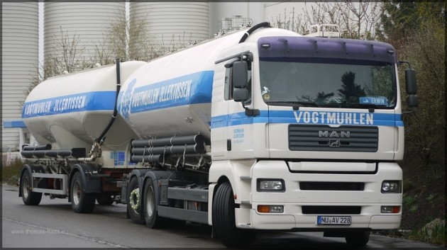 MAN-Lastzug der Vogtmuehlen Illertissen, April 2013