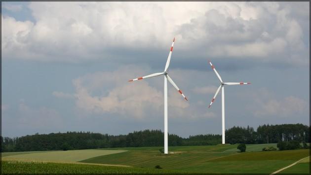 Windräder in den Feldern, Ostalb, Sommer 2013