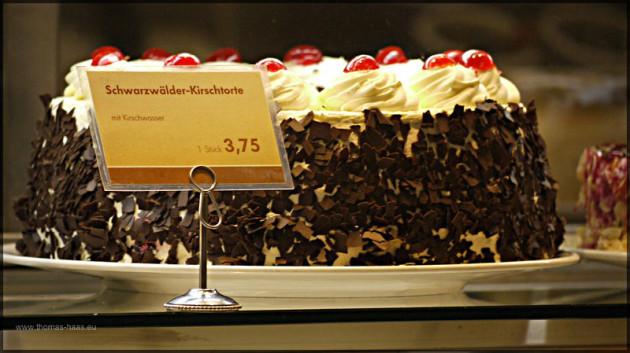Torte in Verkaufsvitrine, Februar 2011