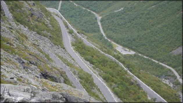 Enge Kurven, steiler Abhang - der Trollstigen