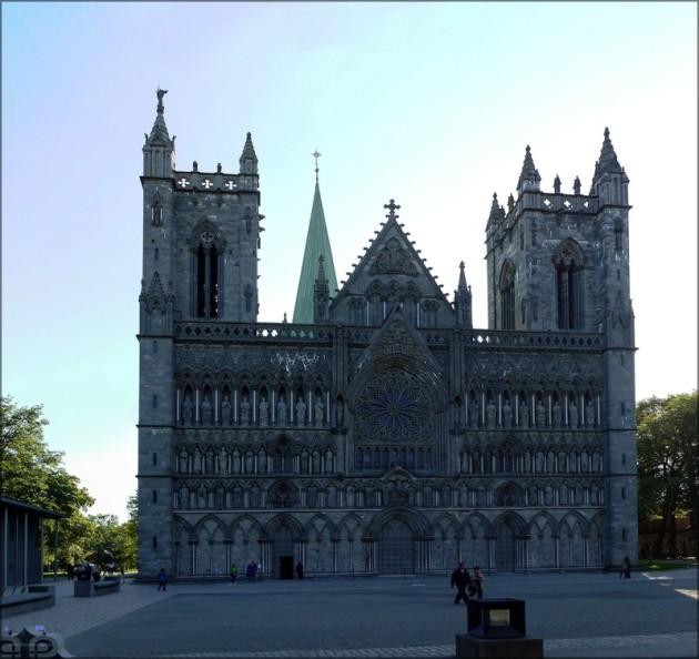 Montage des Nidaros-Domes in Trondheim