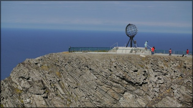"""71° 10´21"""" N - das Nordkap - Nordkap mit Globus"""