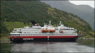 MS NORDKAPP im Geiranger-Fjord