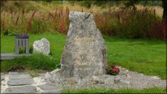 Stein mit königlichen Faksimilen