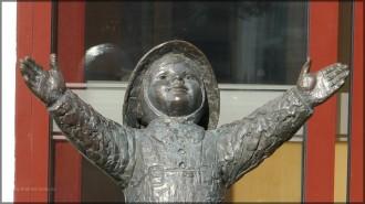 Skulptur eines kleinen Kindes, Sandnessjøen