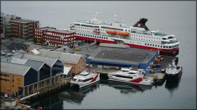 """Blick vom """"Salen"""" in den Hafen Hammerfest"""