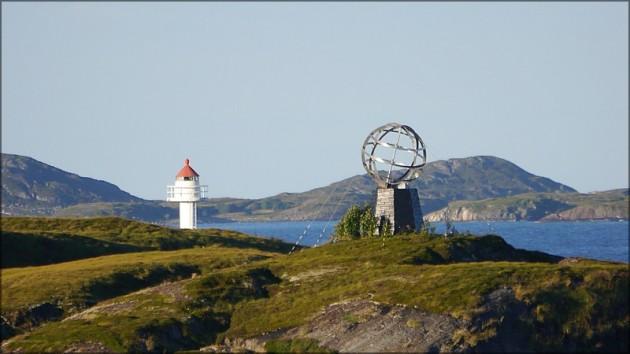 Leuchtturm und Globus am Polarkreis, September 2013