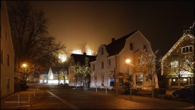 Weihnachtsbeleuchtung und Dezembernebel in Illertissen, 2013