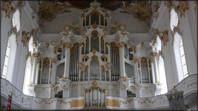 Ansciht der Orgel in der kath. Klosterkirche Roggenburg