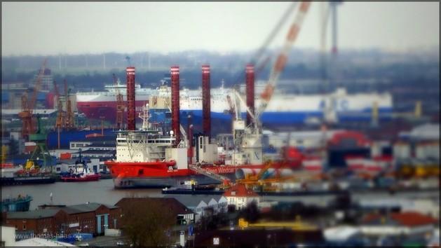 Hafen in Bremerhaven, von SailCity aus aufgenommen, Bearbeitung März 2014