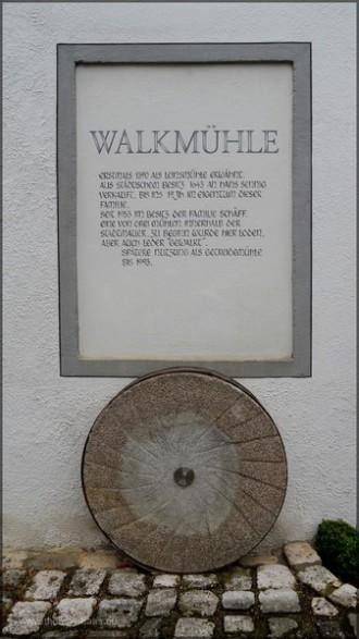 Wandbeschriftung und Mühlstein, Juni 2014