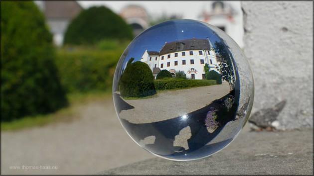 """Durch die Glaskugel: Das """"hintere Schloss"""" im Juli 2014"""