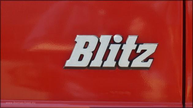 Schriftzug Blitz auf Feuerwehrfahrzeug, Juni 2014