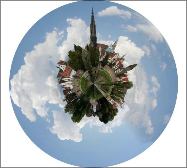 Ein Stadtpanorama in der GIMP-Bearbeitung als Planet, Oktober 2014