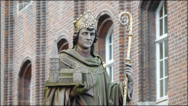 Der Der Heilige Ansgar als Begründer des Domes und erster Erzbischof der Stadt