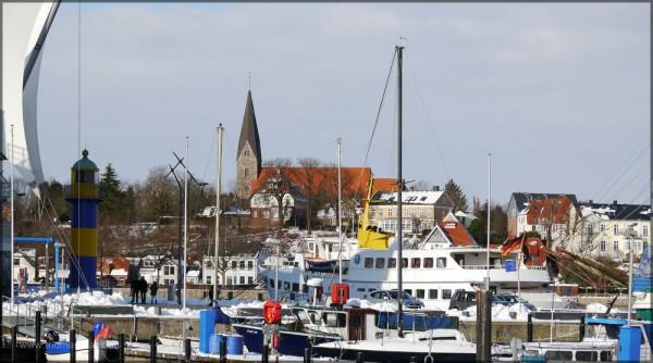 Hafen und Kirche in Borby, Februar 2015
