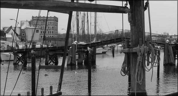 Hafengebiet, Holzklappbrücke, Feb. 2015