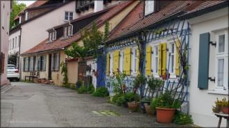 ...farbenfohe Mauerhäuser, 2015