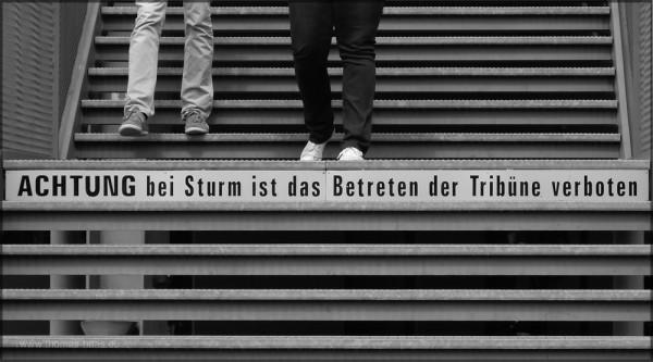 Treppenaufgang, Hinweisschild, Seebühne Bregenz, Mai 2015