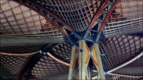 Holzkonstruktion Dach auf der Hannover-Messe, Juni 2015