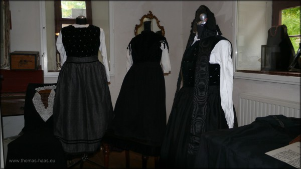 Heimatstube im Mühlenmuseum, Trachten, Mai 2015