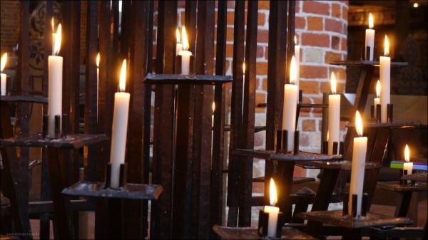 Kerzenständer in St. Nicolai, ein Werk von Thomas Seiler, Kunstschmied, 1996