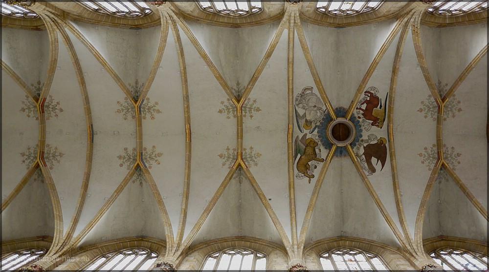 Vom Mittelgang der Blick zur Decke, Münster Ulm, August 2015
