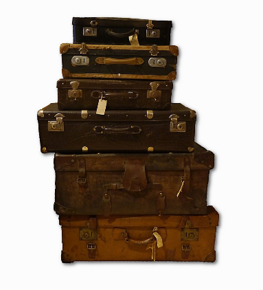 Ein Stapel alter Reisekoffer, 2015