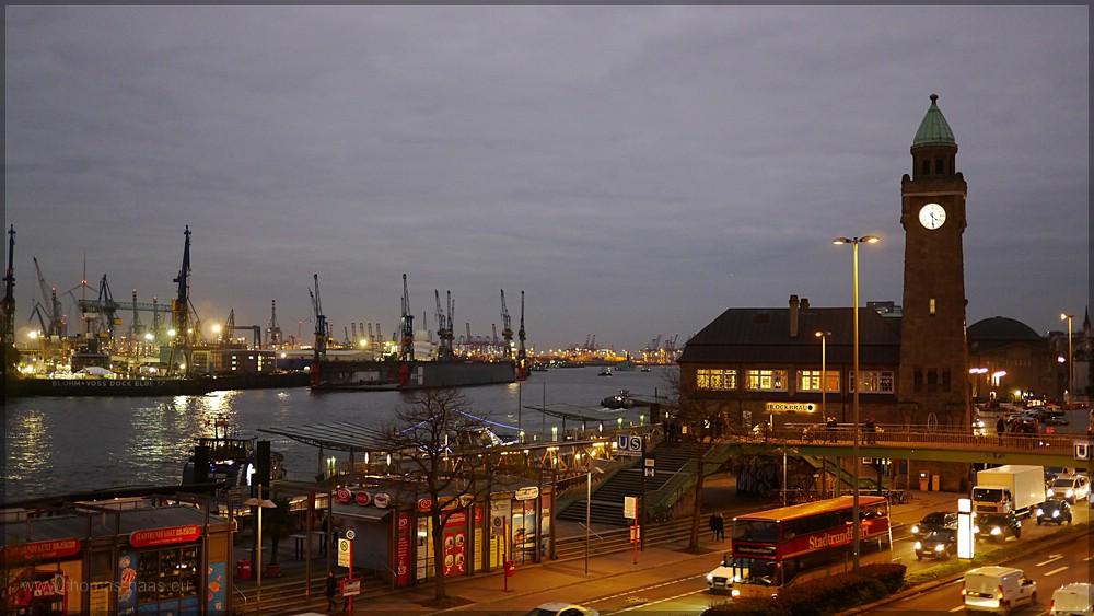 Abend an den St Pauli Landungsbrücken, Dezember 2015