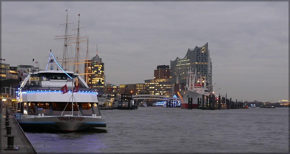 Blick von den Landungsbrücken zur Elbphilharmonie, Dezember 2015