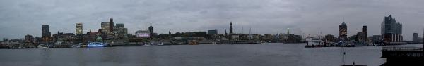 Elbtunnel: Blick von St. Pauli bis zur Elbphilharmonie, Dezember 2015