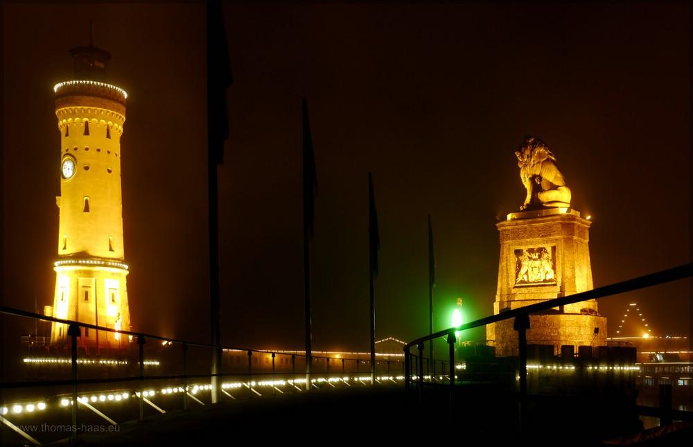 Nachtaufnahme, Löwe und Leuchtturm im Lindau, Dezember 2015