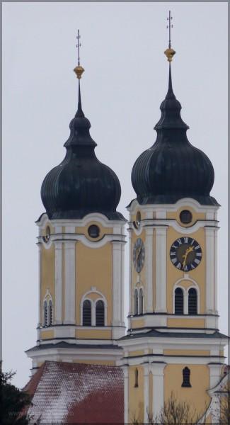 Ganz nah dran mit dem Teleobjektiv. Türme der Klosterkirche Roggenburg. Januar 2016