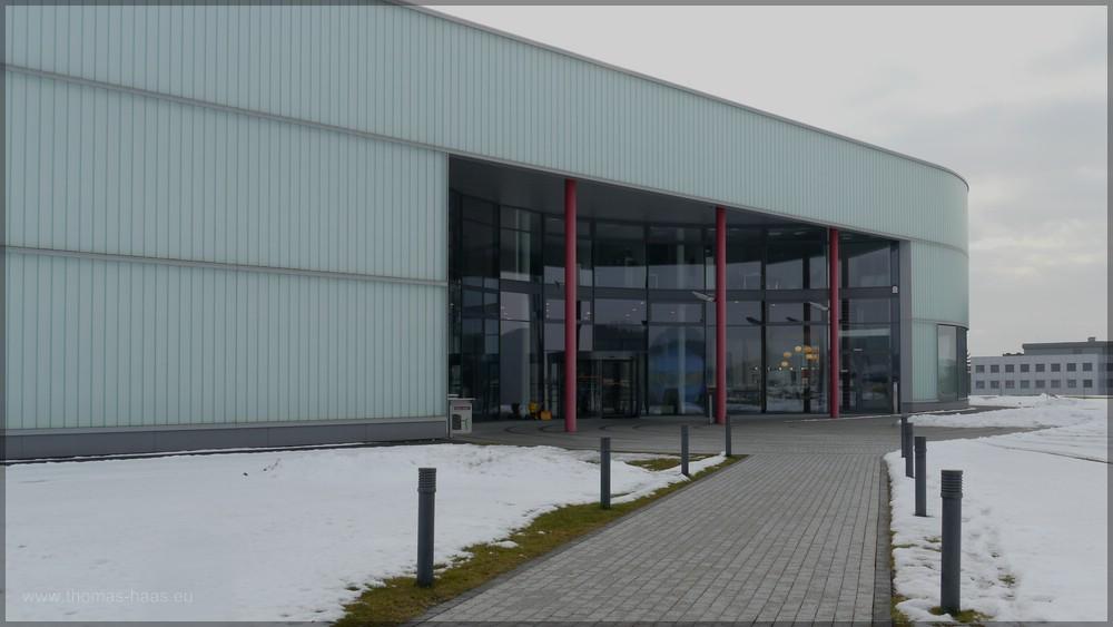 Fußweg zum Eingangsbereich des Hymer-Museums, Januar 2016