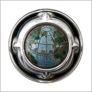 Markenzeichen am Ford Taunus, die Weltkugel