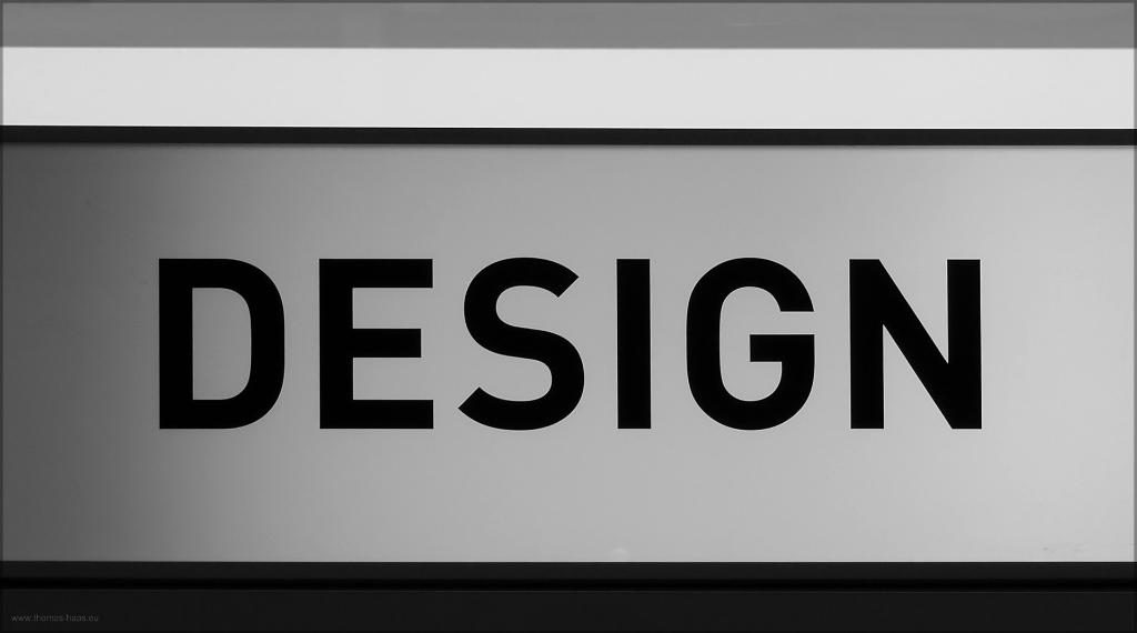 Schriftzug DESIGN auf einer Ausstellungsleuchte, Janaur 2015