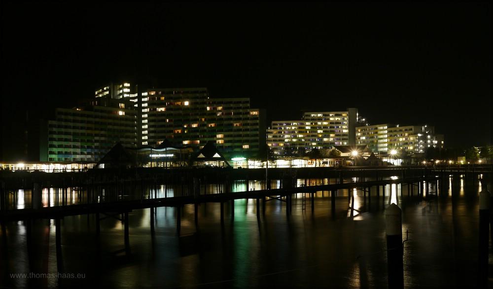Nachtaufnahme, Yachthafen und Hotel- und Klinikkomplex, Februar 2016