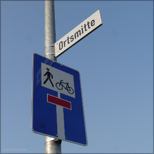 Ortsmitte - Straßenschild, 2015
