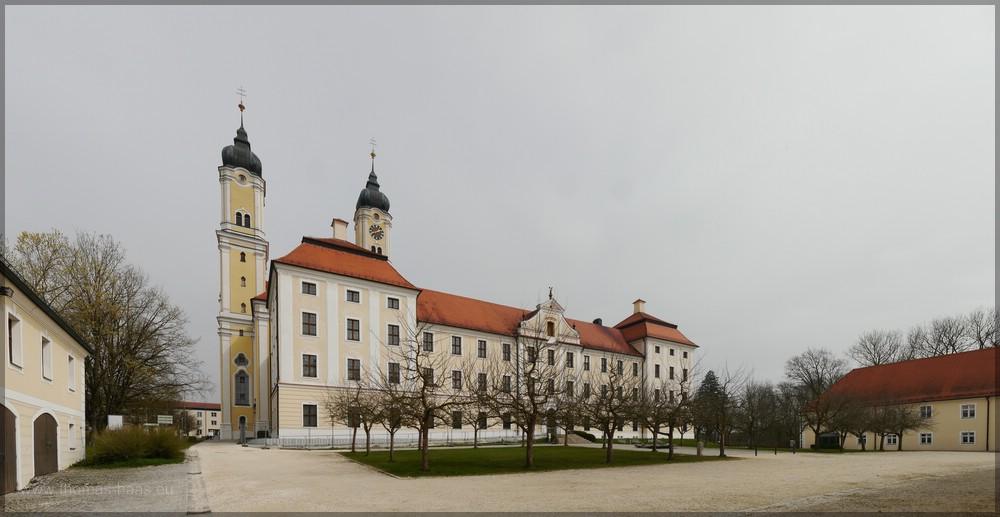 Der menschenleere Klosterhof - ein seltener Anblick, 2016