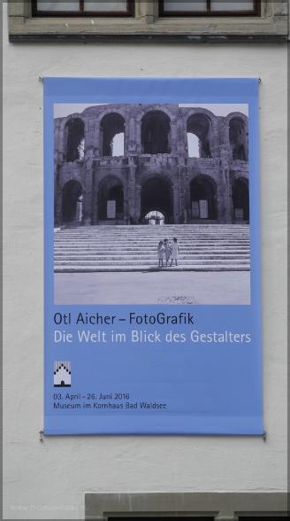 Ausstellungsbanner an der Fassade, April 2016