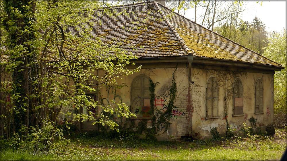 Gebäude im Schlosspark, April 2016