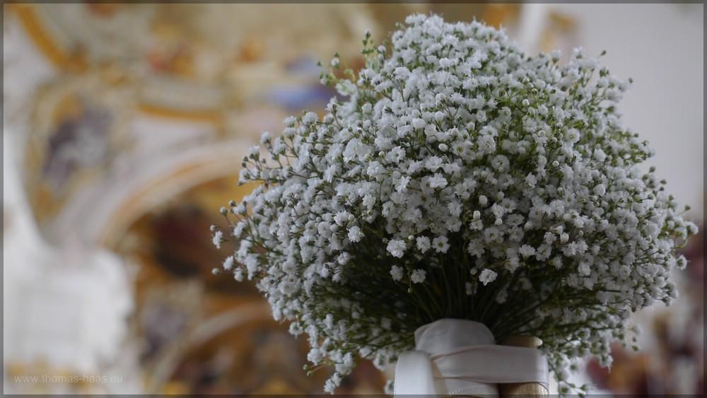 Hochzeit, Blumen in der Kirche, Mai 2016