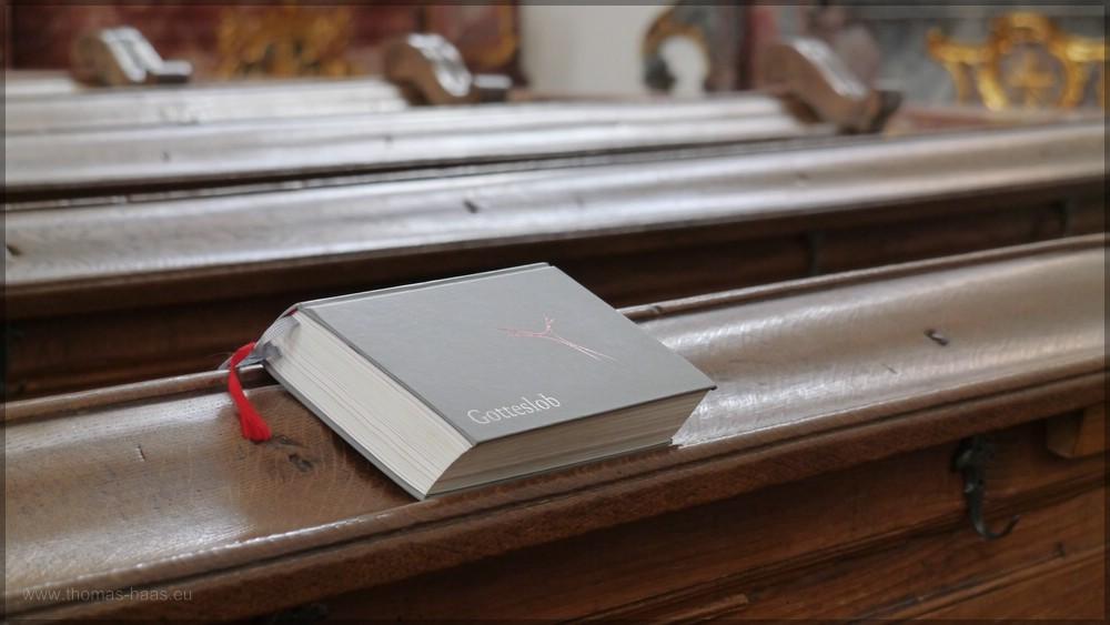 Gotteslob, das kath. Gesangbuch, auf der Kirchenbank, Mai 2016